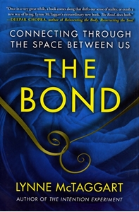 Bild på Bond (The): Connecting Through The Space Between Us (H)